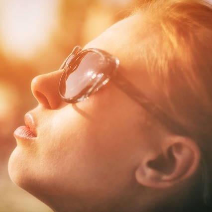 Proč používat sluneční brýle i na podzim
